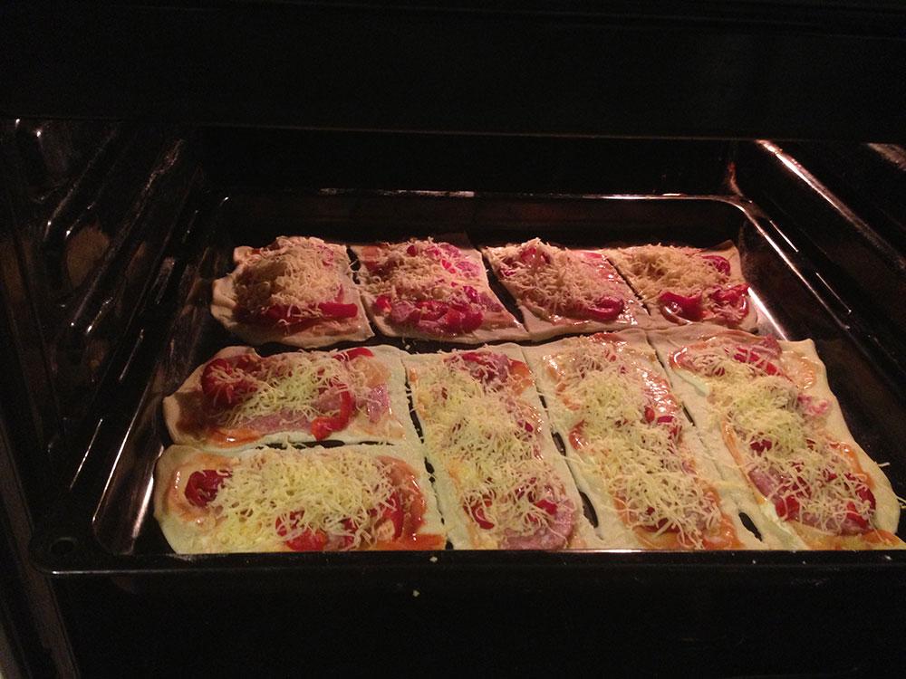 Быстрое тесто на пиццу на кефире и соде
